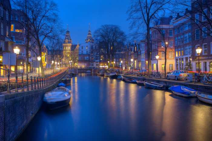 CITY OF CANALS-AMSTERDAM